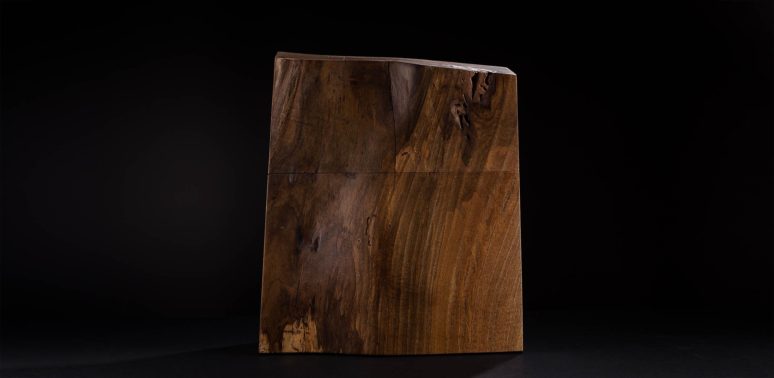 Urnen aus Holz; Walnuss mit einer unglaublichen Lebendigkeit