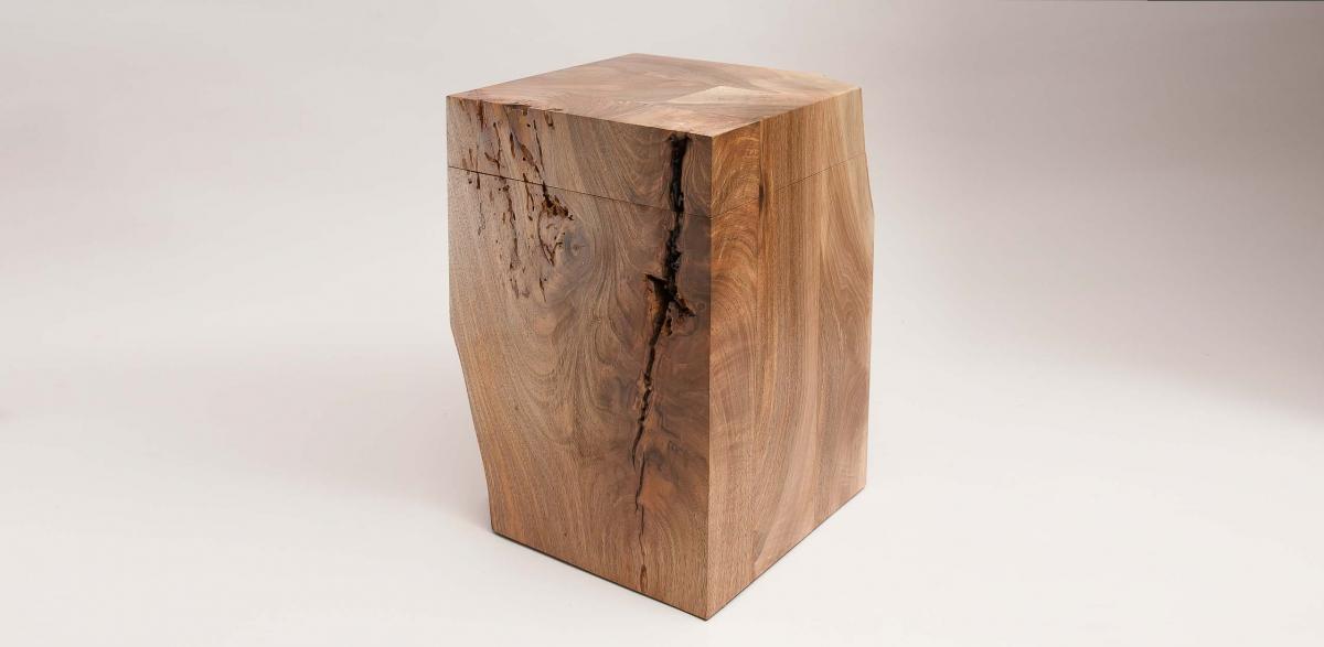 Urne aus Walnuss Holz