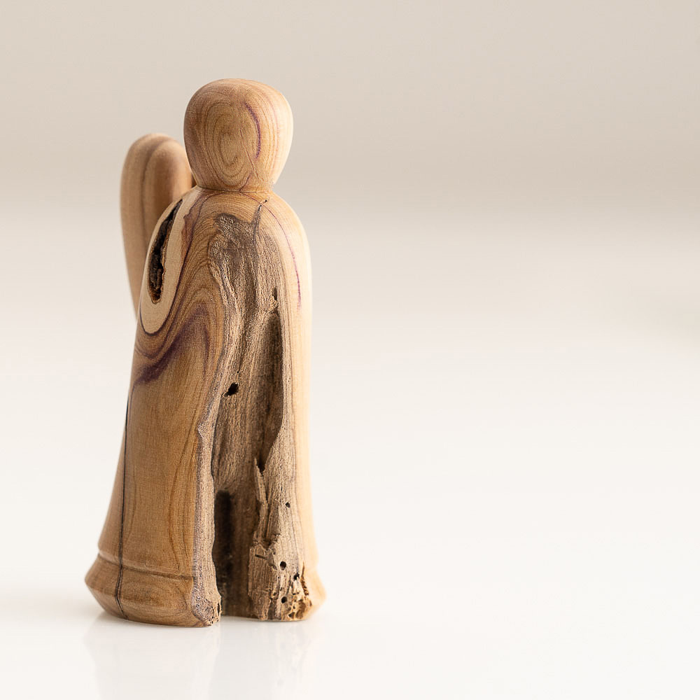 Engel aus Fliederholz
