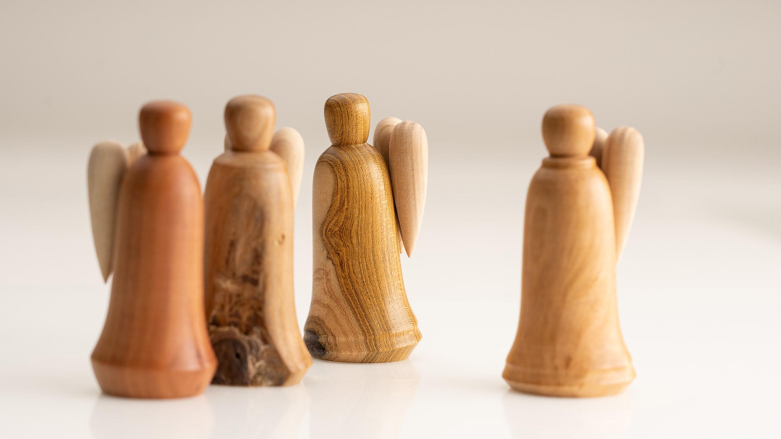 Engel aus Holz für Angehörige und Begleiter