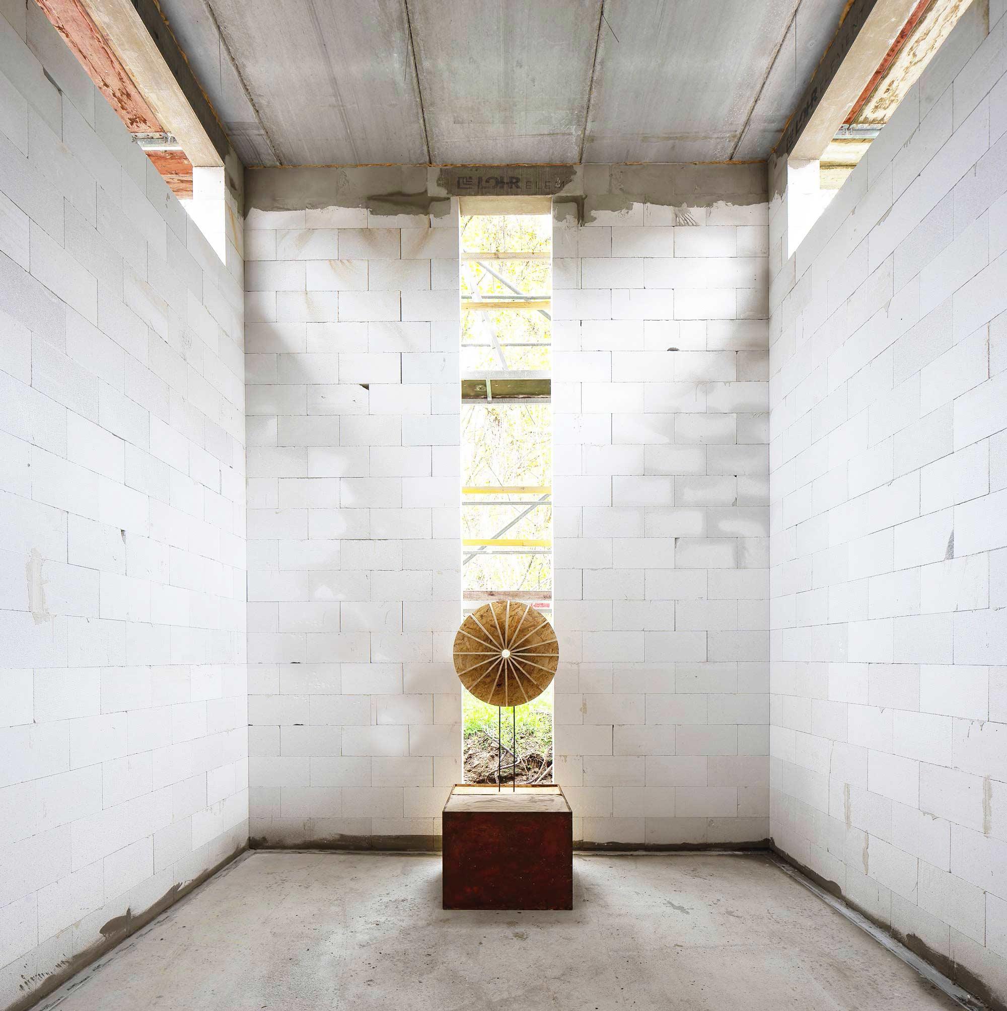 Kontur eines Modelles für ein Objekt im Rohbau des Gebäudes