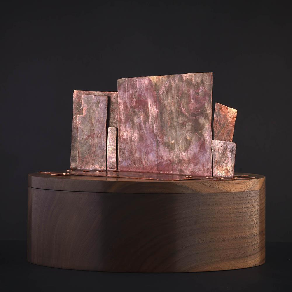 Eine Dose für Schmuck und Erinnerungsstücke; Walnut / Copper