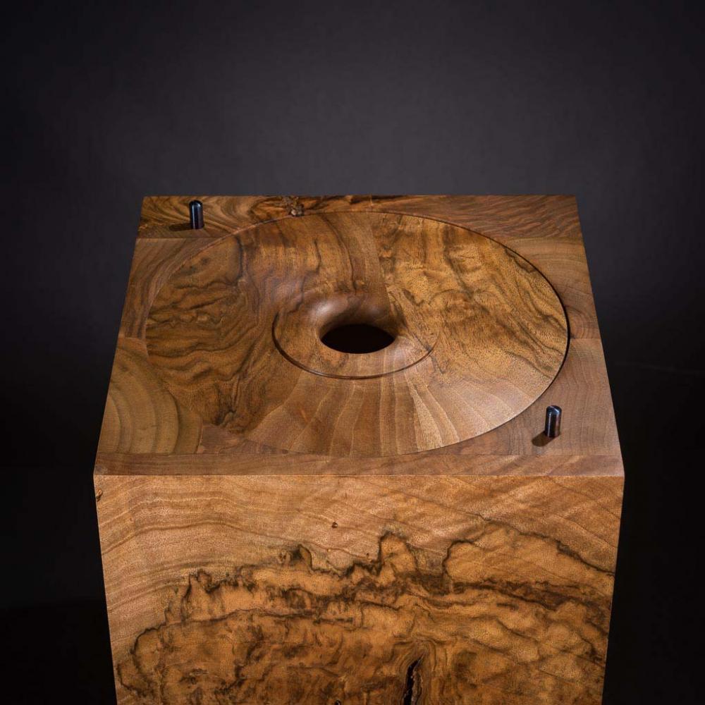 Urne aus Walnussholz: hier der innere Deckel