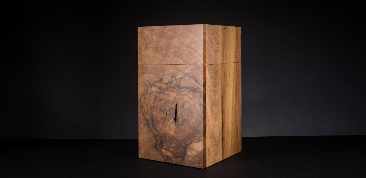 urne aus walnussmaser