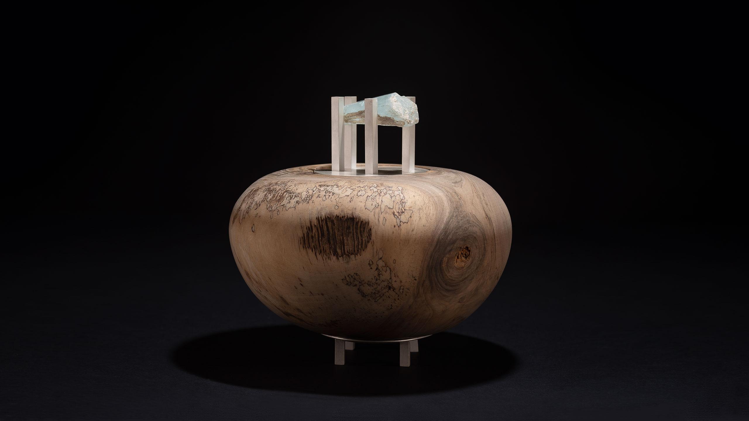 Urne aus Walnuss und Silber mit gefasstem Aquamarin