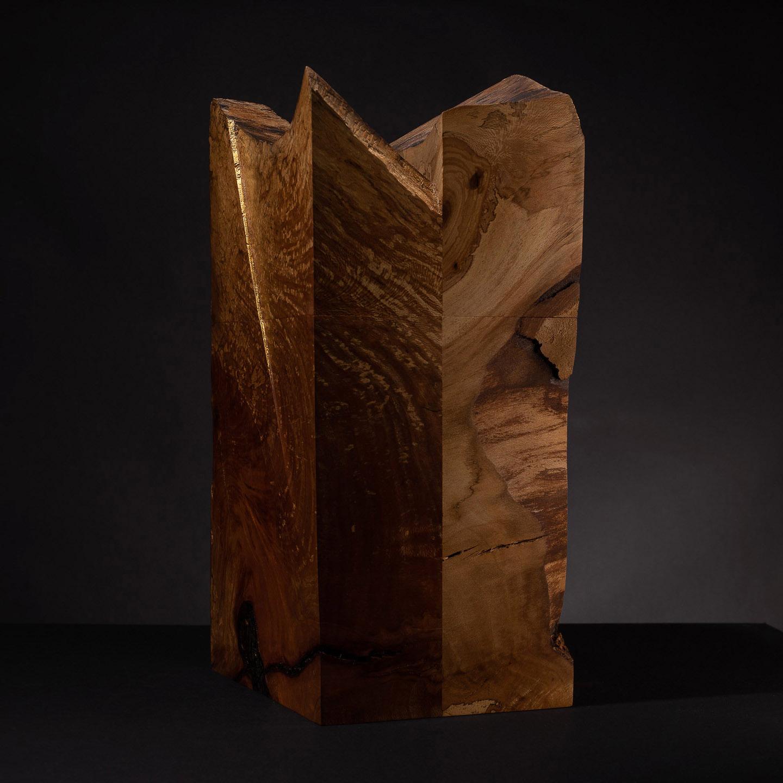 Urne für Feuerbestattungen aus Platanenholz mit Blattgolddetails