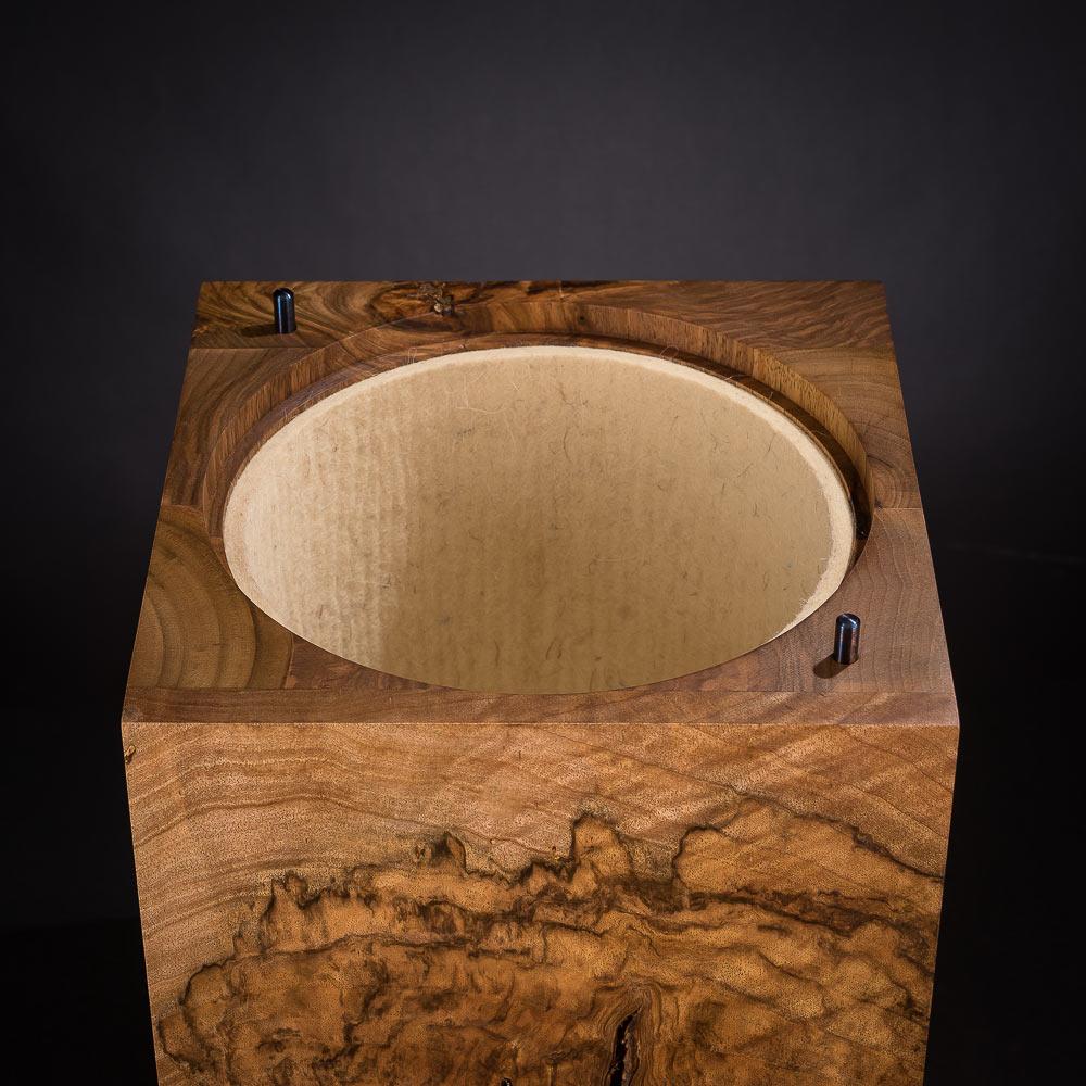 Auskleidung der Urne mit Wollfilz