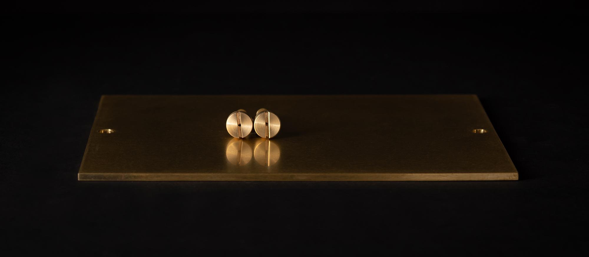 Urne aus Holz mit Messing Verschluss