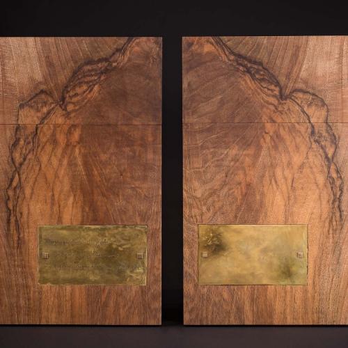 Paar Urnen aus Walnuss