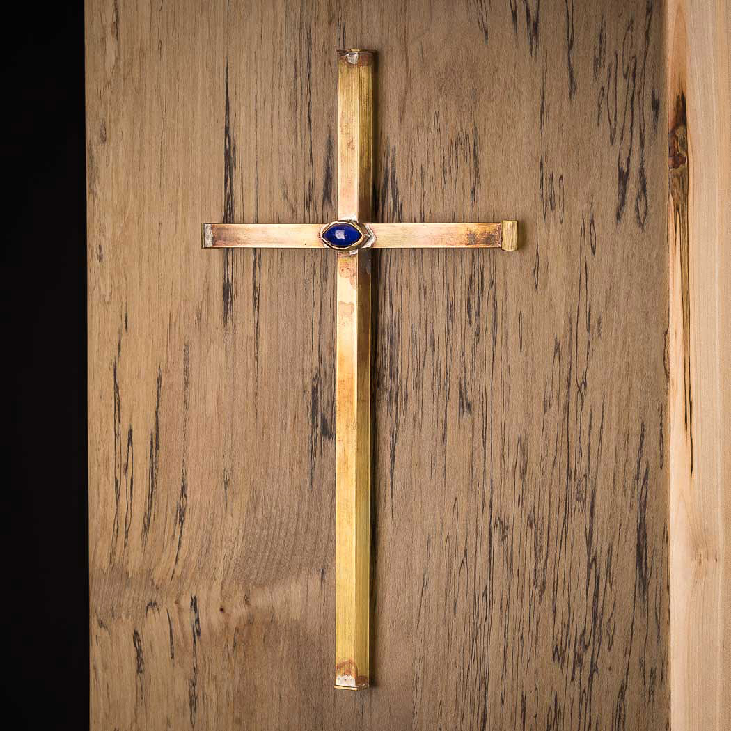 Urne mit Kreuz und Halbedelsteinen