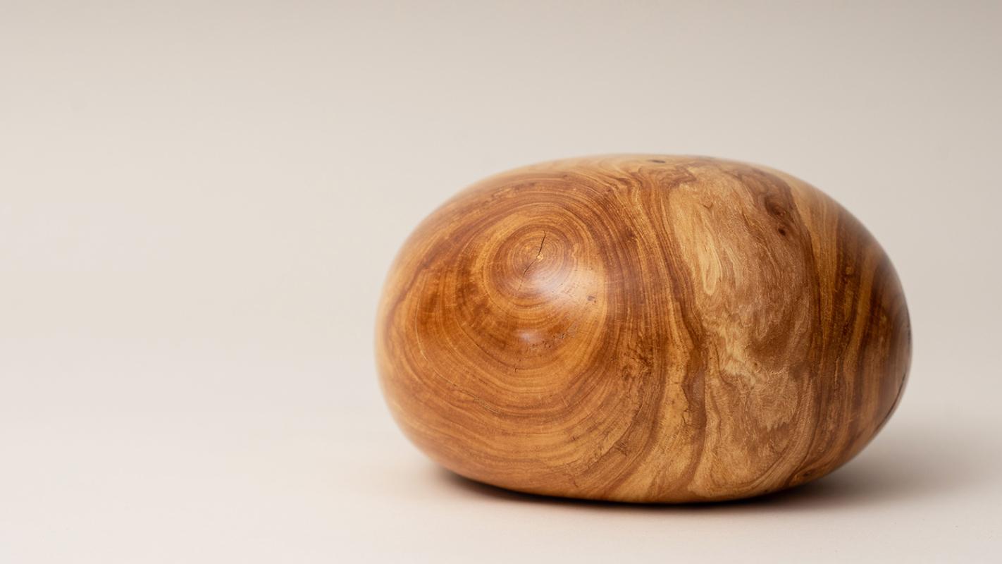 Urne aus Apfelbaum Holz